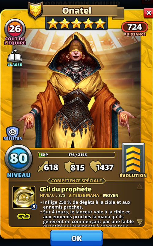 Onatel a les yeux bandés et est vêtue d'une cape jaune dans Empires & Puzzles